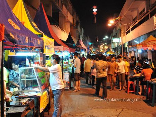 Suasana Pasar Semawis / Waroeng Semawis Semarang (foto: www.seputarsemarang.com)