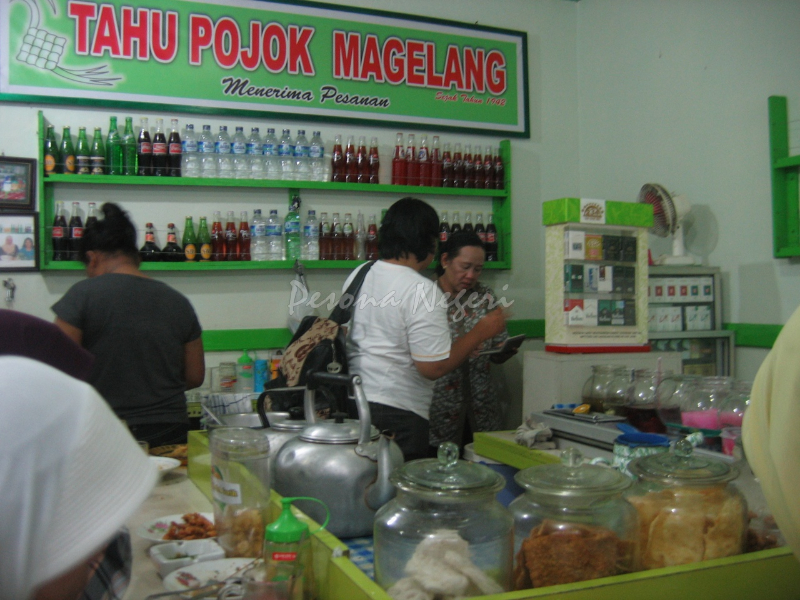 Suasana Warung Tahu Pojok Magelang (foto: pesonanegeri.com)