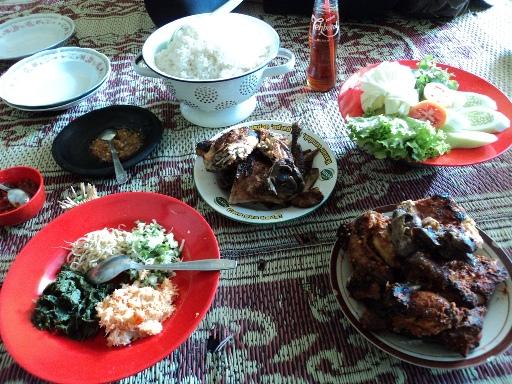 Ayam Panggang Gandu siap disantap (kawasanwisata.net)