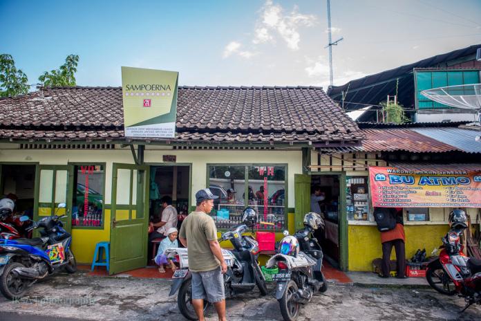 Warung Sop Senerek Bu Atmo - Magelang (foto: makanlagilagimakan.wordpress.com)