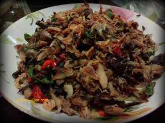 Ikan Tongkol Asap Suwir MAsak Pedas