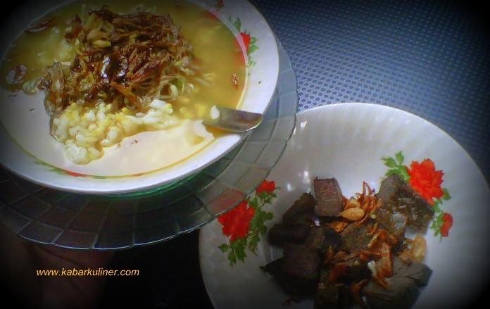 Soto Kwali Pak Iket dan lauk pelengkap jeroan sapi