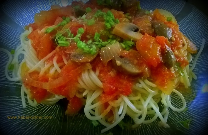 Spaghetti Saus Tomat Segar