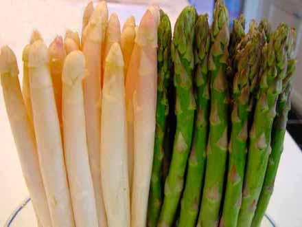 Asparagus Putih & Asparagus Hijau (Foto: chefdecuisine.com)