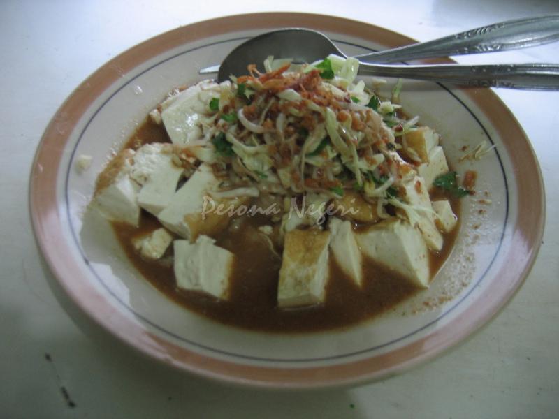 Tahu Kupat Pojok Magelang (foto: pesonanegeri.com)