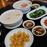 Nikmatnya Perpaduan Bubur dan Seafood ala Bubur Kwangtung Pecenongan