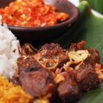 Blusukan Pasar Beringharjo Demi Sepiring Empal Daging Bu Warno yang Istimewa